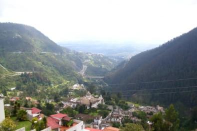 Blick aus Quito über Guápulo