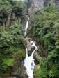 Einer der vielen Wasserfälle in Baños